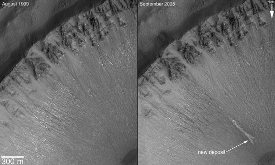 A comparação das imagens da esquerda e da direita, registradas há mais de uma década pela sonda 'Mars Global Surveyor', já sugeriam que a água flui sobre Marte.