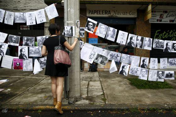 Fotografia em homenagem aos cinco assassinados.