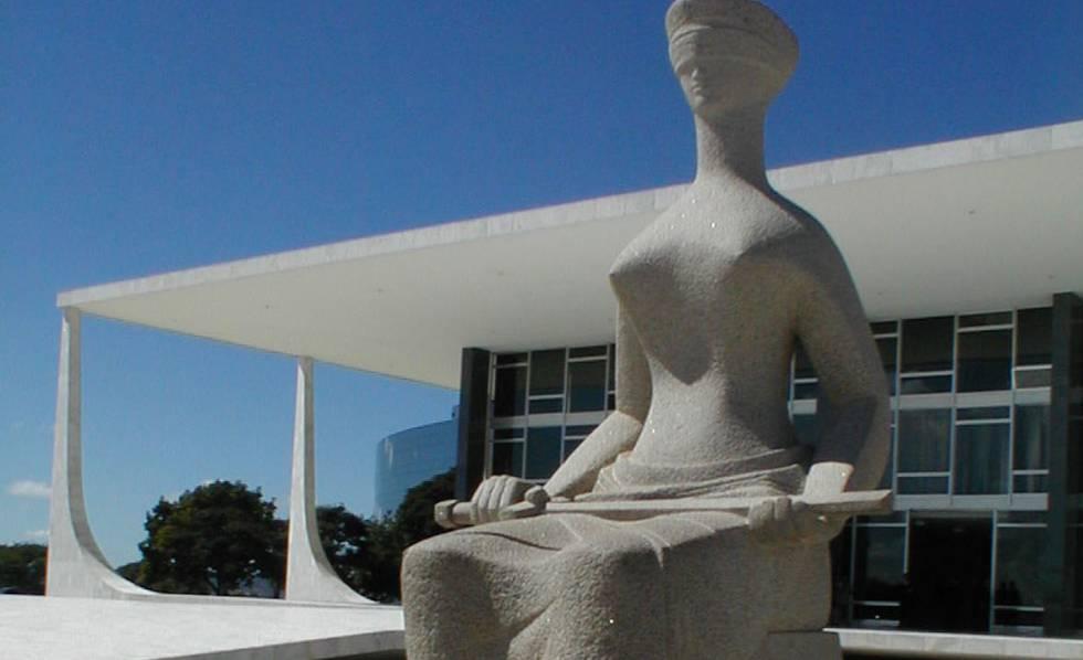 Estátua da Justiça, em frente ao Supremo Tribunal Federal.