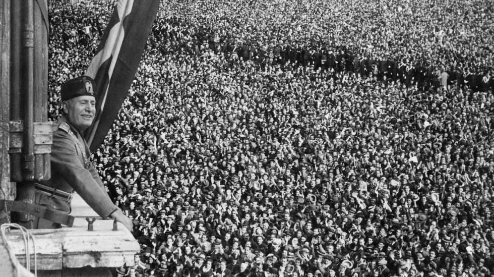Benito Mussolini durante a proclamação do Império Italiano, em 9 de maio de 1936, em Roma.