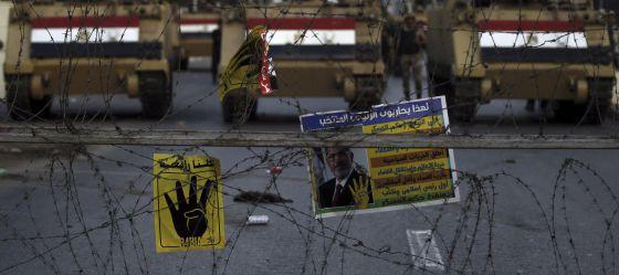 Posters a favor do ex-presidente Morsi no Cairo.