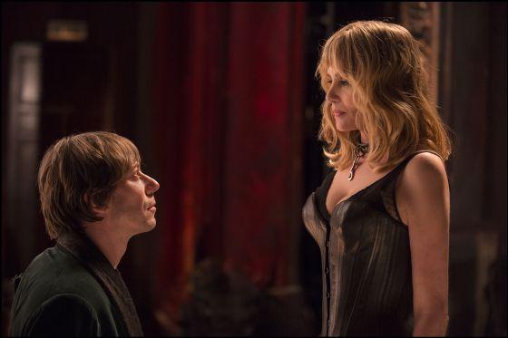 Mathieu Amalric e Emmanuelle Seigner, no filme.