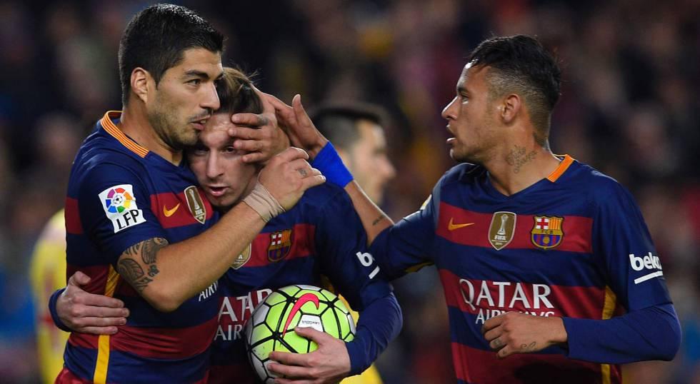 Suárez, Messi e Neymar comemoram.