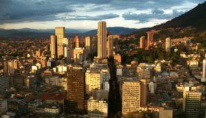 Panorâmica de Bogotá com a torre Colpatria no centro. / WIKIMEDIA