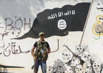 Depois dos avanços dos curdos, a ofensiva das tropas de Ankara deixa o Estado Islâmico encurralado no seu feudo sírio