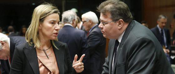 Federica Mogherini e Linas Linkevicius em Bruxelas.