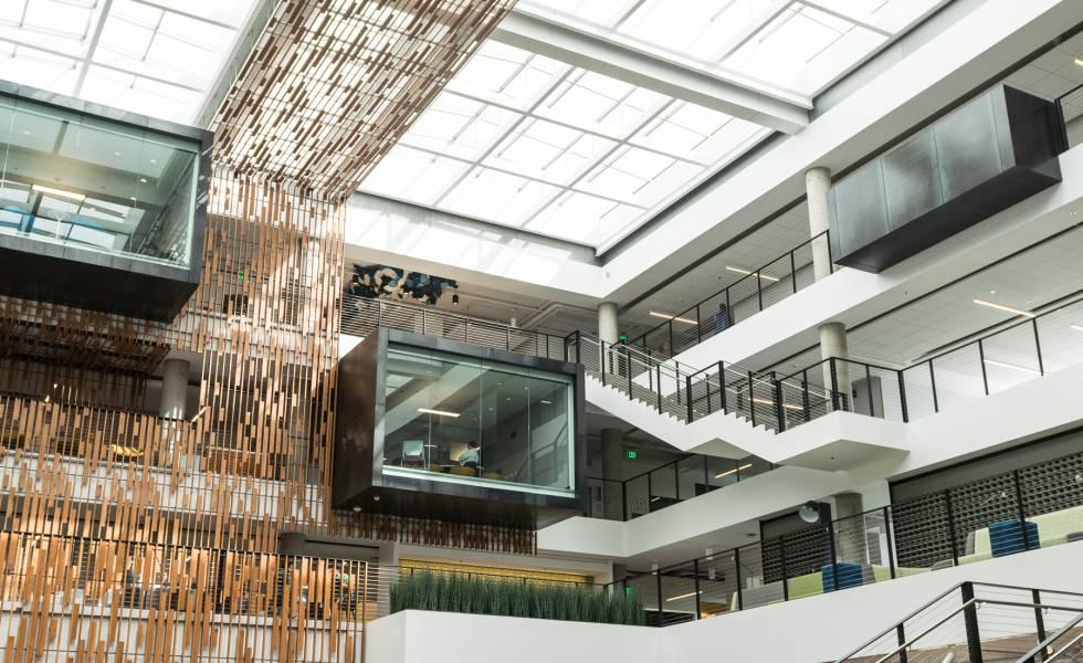 Imagem do prédio 80 do campus da Microsoft em Redmond (Seattle).