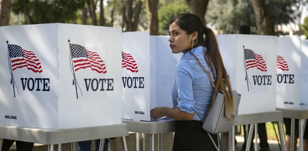 Destiny Martinez, de 18 años, vota pela primeira vez, Califórnia.