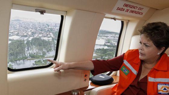 Presidenta Dilma Rousseff sobrevoa áreas atingidas pela chuva no Espírito Santo.