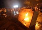 Protesto pela acumulação de detritos nas ruas da cidade há semanas deixa uma centena de feridos na capital Beirute