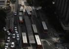 Motoristas de ônibus, professores e policiais param suas atividades. Funcionários do metrô e servidores públicos federais ameaçam paralisação nos próximos dias