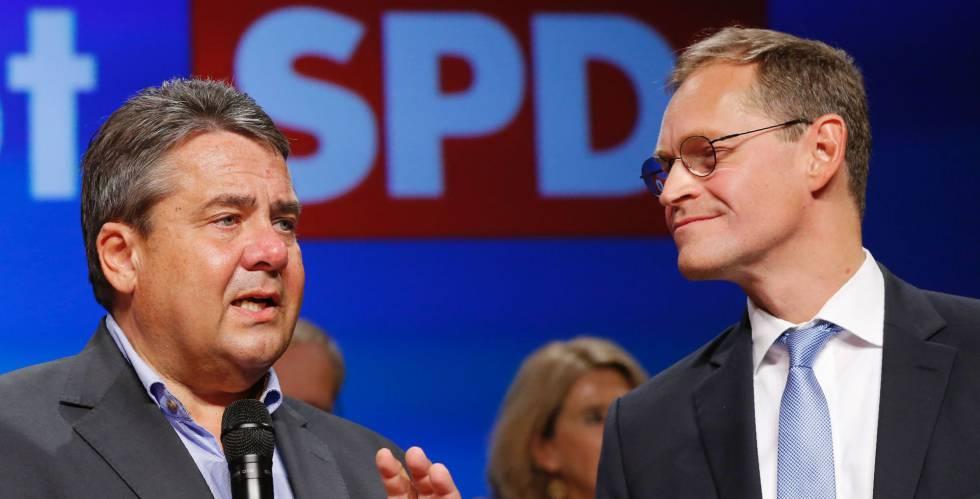 O vice-chanceler e líder social-democrata, Sigmar Gabriel, e o prefeito de Berlim, Michael Müller, após a divulgação dos primeiros resultados das eleições de domingo.