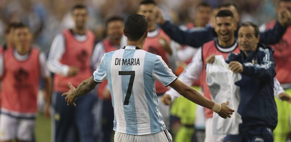 Di María comemora o primeiro gol.