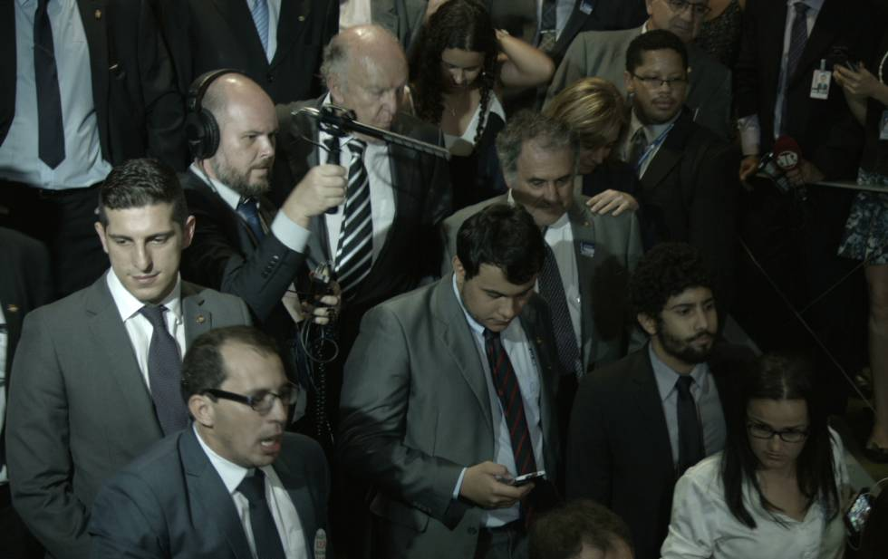 Douglas Duarte empunha seu microfone no Congresso.
