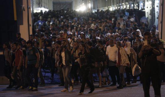 Refugiados sírios chegam ao porto do Pireu, em Atenas, no dia 1 de setembro.