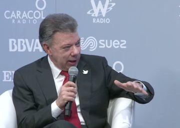 O presidente da Colômbia, Juan Manuel Santos, e o presidente do grupo PRISA, Juan Luis Cebrián, conversam sobre os benefícios do fim da guerra