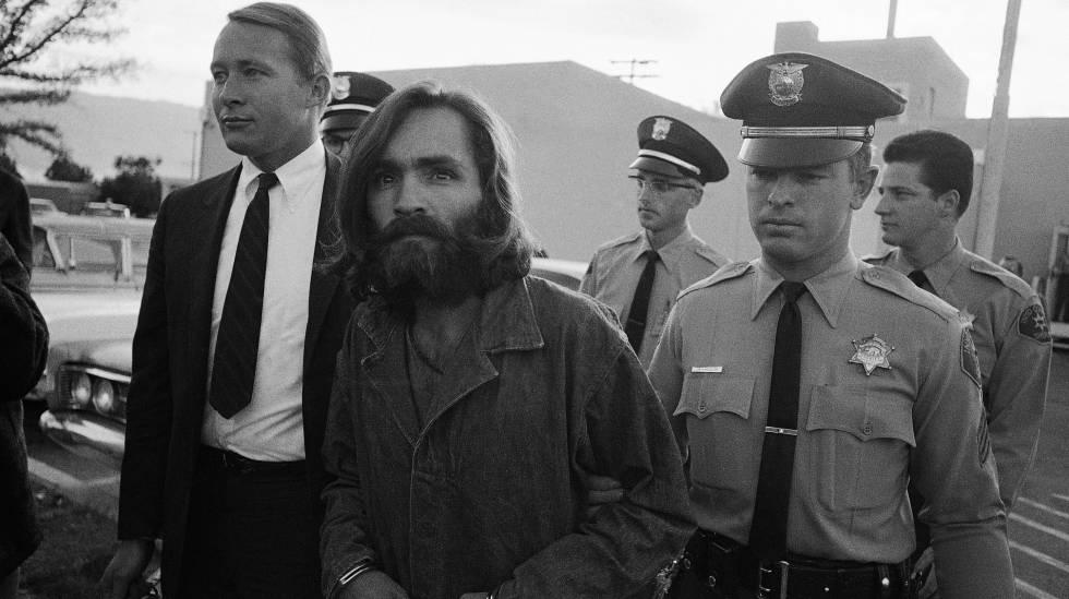 Manson é escoltado ao tribunal em 1969