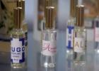 O lançamento dos perfumes coincide com uma nova crise no abastecimento de produtos de higiene pessoal na ilha