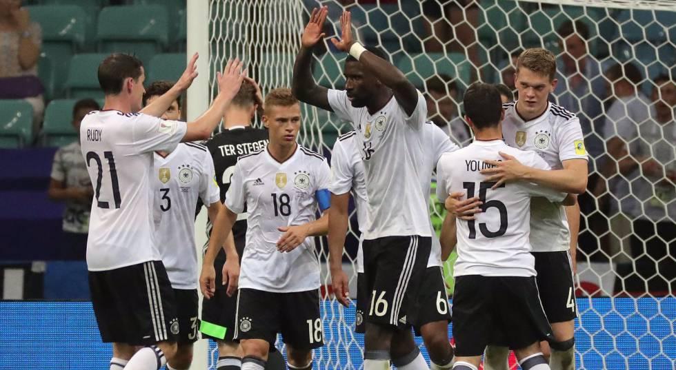Alemães comemoram a classificação para a final.