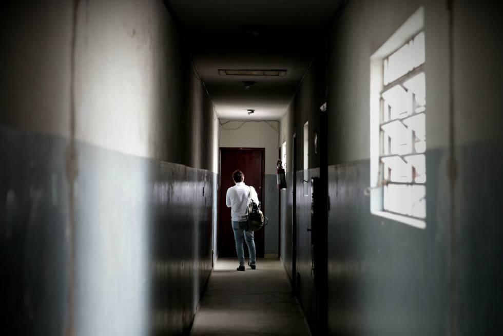 Corredor que leva à casa do espanhol Carlos García Juliá, em Sao Paulo (Brasil).