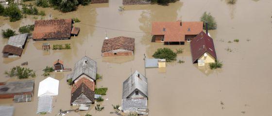 A cidade de Orasje, na Bósnia, nas piores inundações em cem anos.