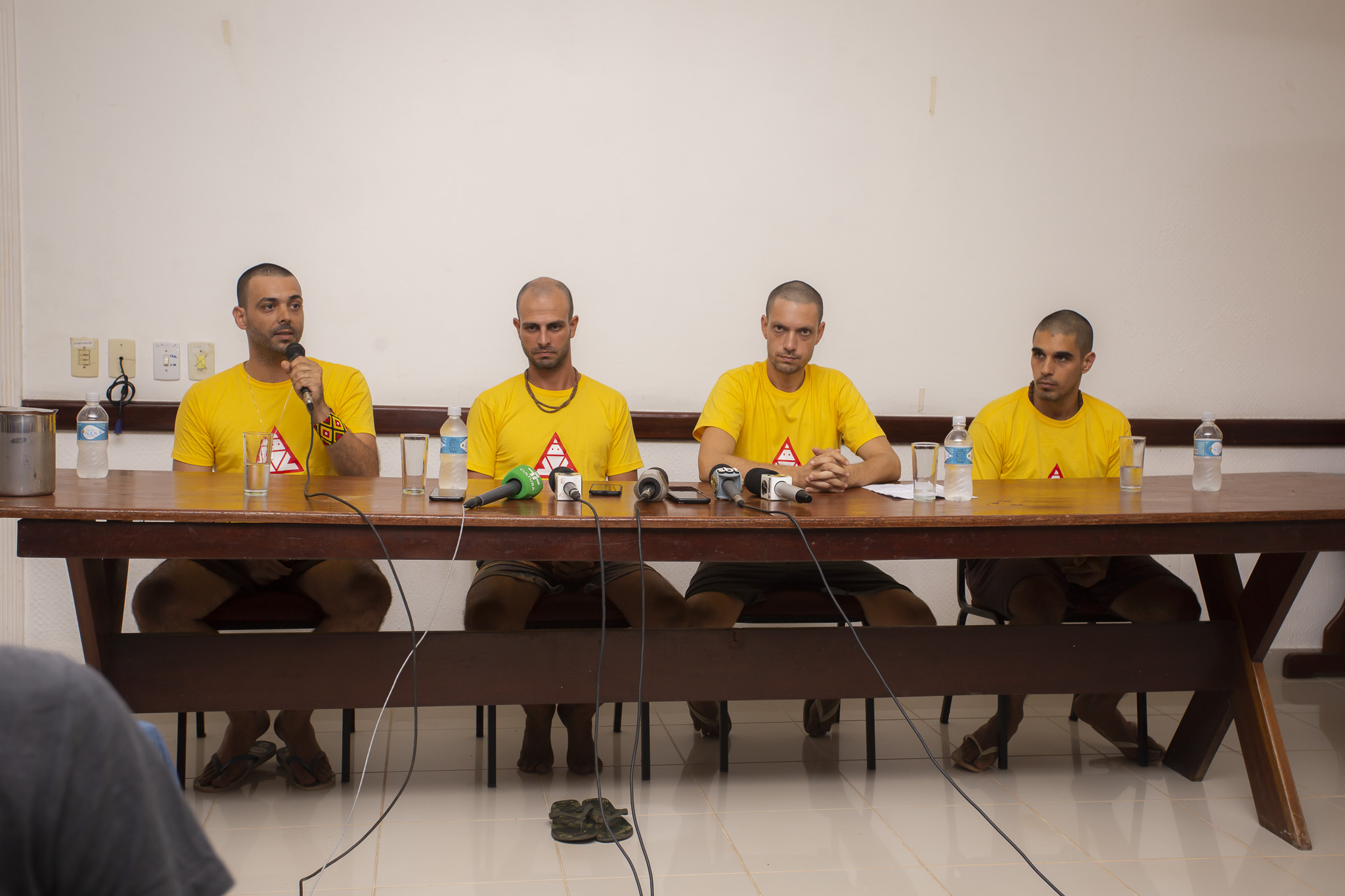 Os brigadistas de Alter do Chão, da esquerda para a direita: Gustavo de Almeida Fernandes, Marcelo Aron Cwerner, Daniel Gutierrez Govino e João Victor Pereira Romano.