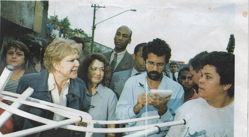 Josmar Jozino, na época de Diário Popular, com as armas em mãos: bloquinho e caneta.