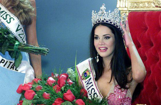 Mónica Spear ao vencer o concurso Miss Venezuela, em 2004.