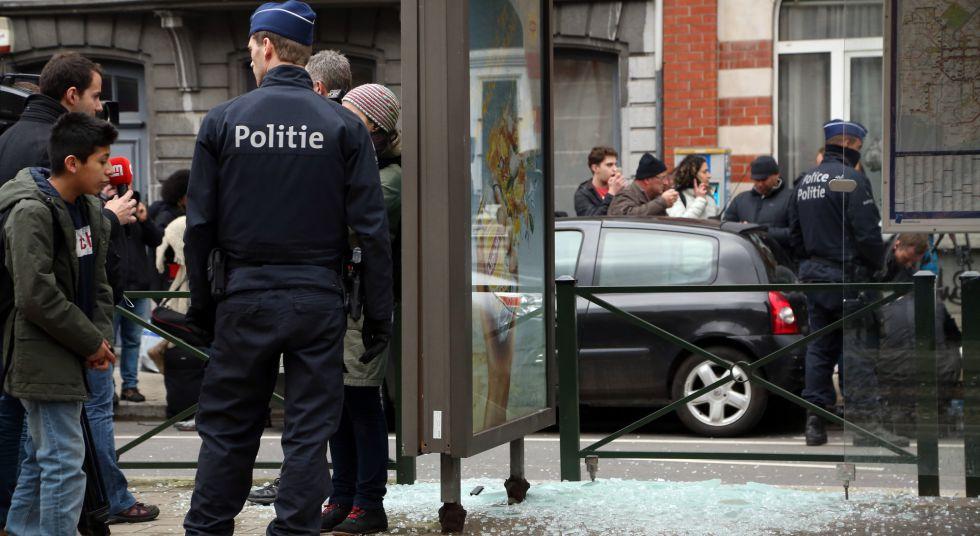 Batida policial no bairro de Schaerbeek, em Bruxelas.