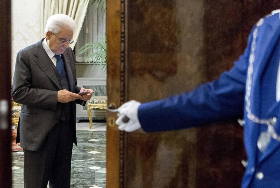 O presidente italiano, Sergio Mattarella, após sua reunião com o primeiro-ministro da Itália, Paolo Gentiloni, no Palácio do Quirinal, na última quinta-feira.