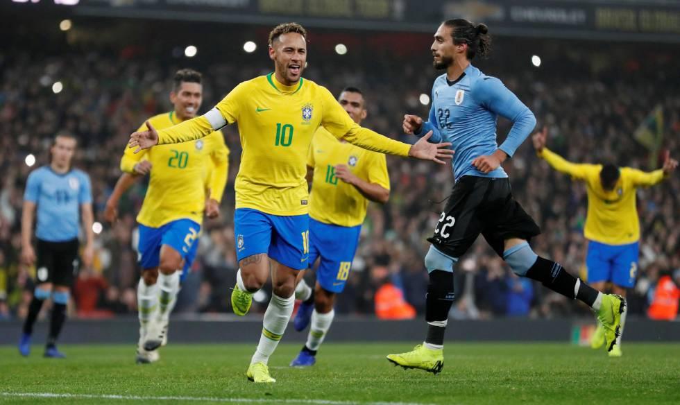 Neymar marcou, de pênalti, o gol da vitória brasileira sobre o Uruguai.