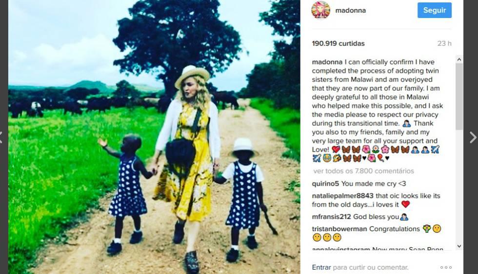 Madonna, na imagem em que oficializa a adoção de duas meninas no Maláui.