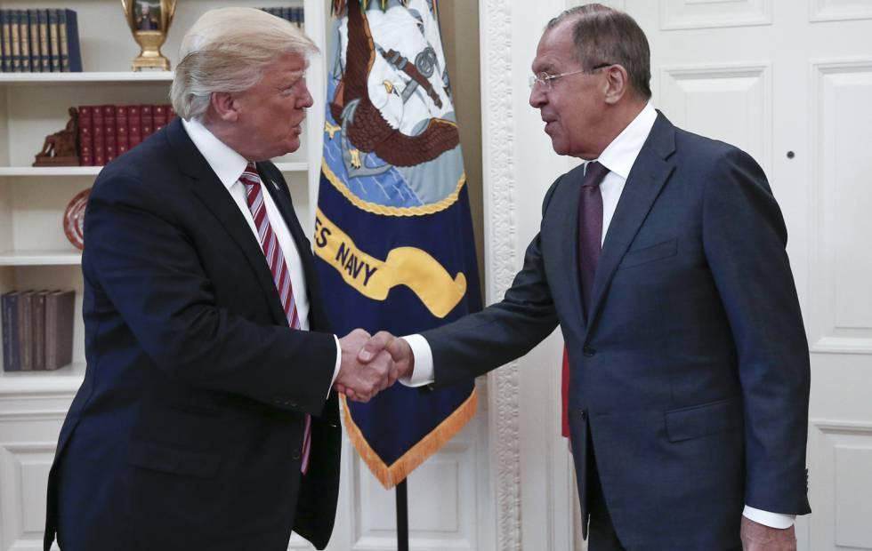 Donald Trump em Washington com o ministro de Relações Exteriores da Rússia, Sergei Lavrov.