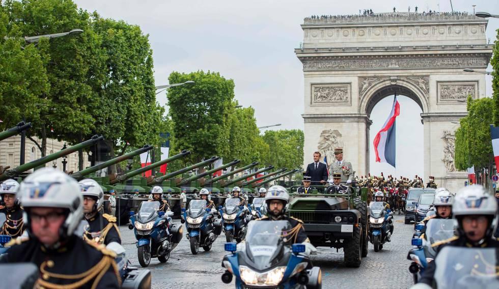 Macron durante o tradicional desfile militar do 14 de julho em Paris.