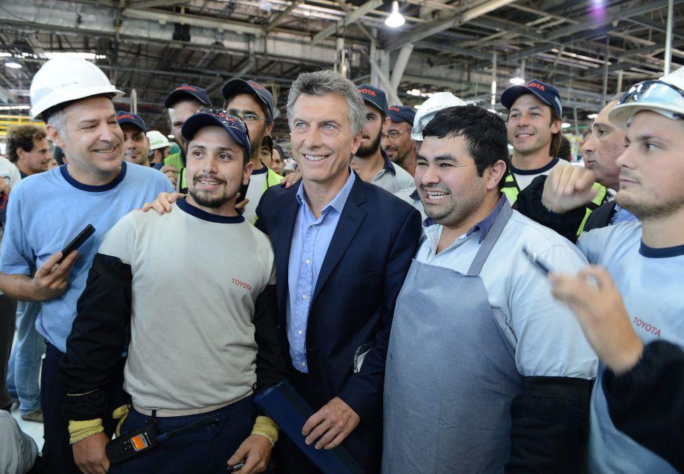 Mauricio Macri, em uma fábrica da Toyota em Zárate.