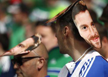 Will Grigg, da Irlanda do Norte, protagoniza o hit musical do torneio continental