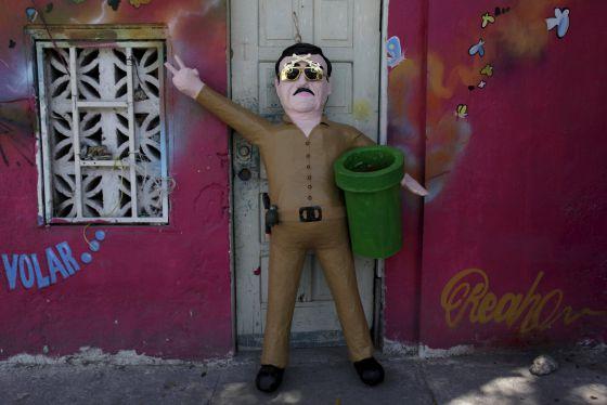 Boneco com a imagem de 'El Chapo' em Reynosa.