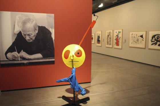Vista de algumas obras de Miró expostas em São Paulo.