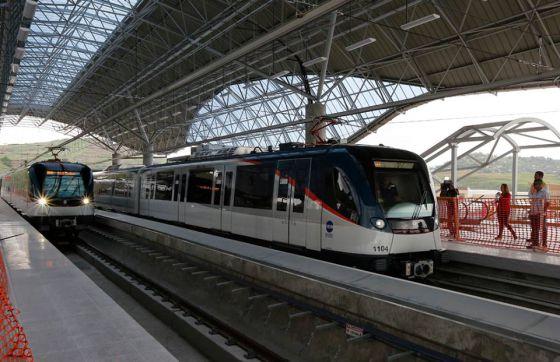 A linha 1 do Metrô do Panamá percorre 13,6 quilômetros em 23 minutos.