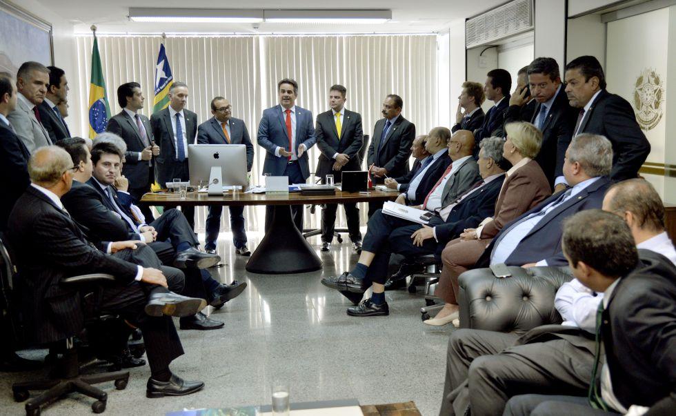 Ciro Nogueira, ao centro, reúne membros do PP.