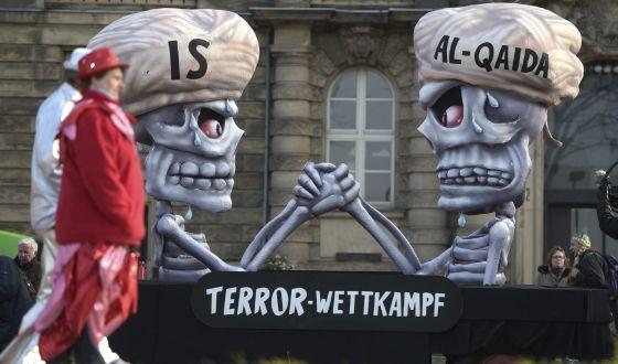 Bonecos representam Estado Islâmico e Al-Qaeda no carnaval de Düsseldorf (Alemanha).