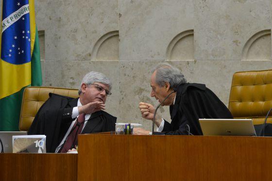O procurador Janot conversa com Lewandowski, presidente do STF, em outubro passado.