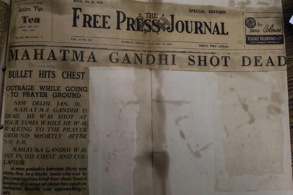 Jornal de 30 de janeiro de 1948 com notícia sobre assassinato de Gandhi.