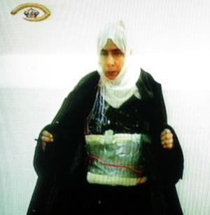 Sayida al Rishawi com explosivos, após ser detida.