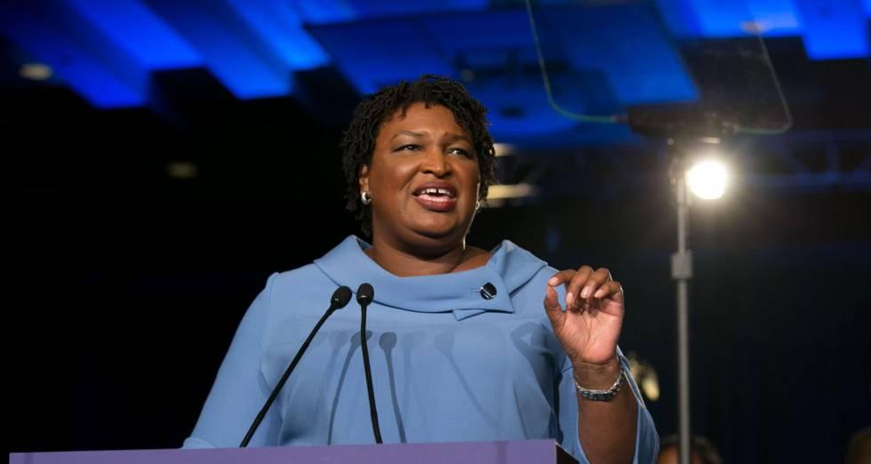 A democrata Stacey Abrams.