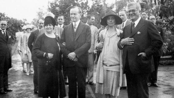 O presidente norte-americano Calvin Coolidge (à esq.), em visita à Cuba em 1928.