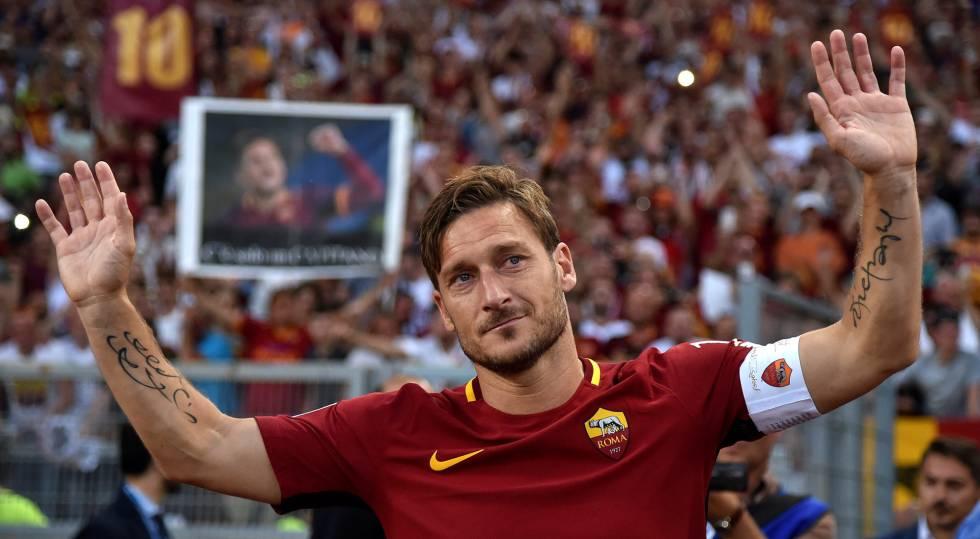 Francesco Totti se emociona em sua despedida no estádio da Roma.