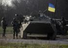Carros de combate ucranianos entram em uma cidade rebelde. O Governo recupera um aeroporto após ataque aéreo