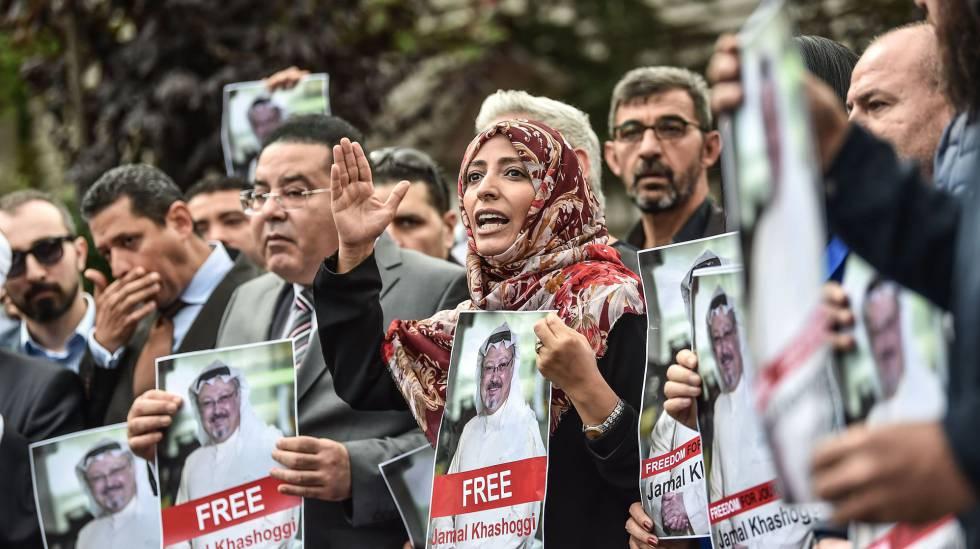 A prêmio Nobel da Paz iemenita, Tawakkol Karman (centro), em um protesto dia 8 em Istambul, quando a morte do jornalista ainda era desconhecida.