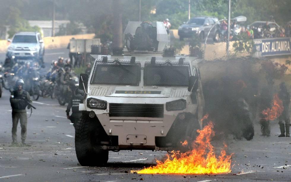 A polícia venezuelana em uma das manifestações da oposição.